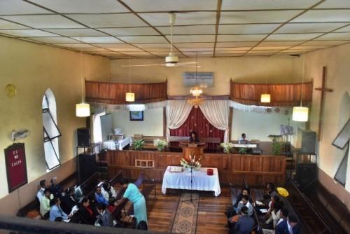 L'intérieur de l'église Adventiste Manjakaray