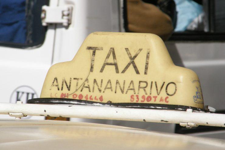 Taxi d'Antananarivo, les vieux tacos restent une solution